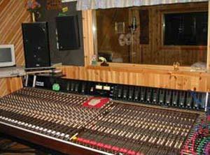 Mixerbordet, del av studion...