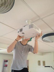 David installerar Projektorn