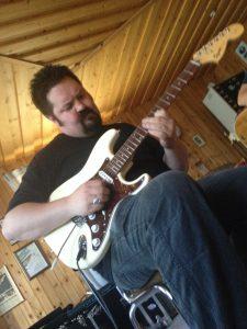 Marmas gitarrkung lägger Blues riff